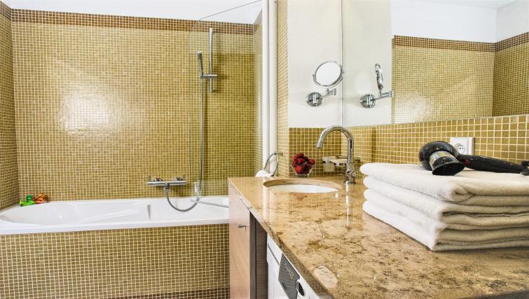 Family bathroom at Residence Karolina Apartments
