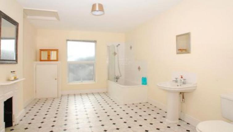 Pristine bathroom in Molesworth Apartment