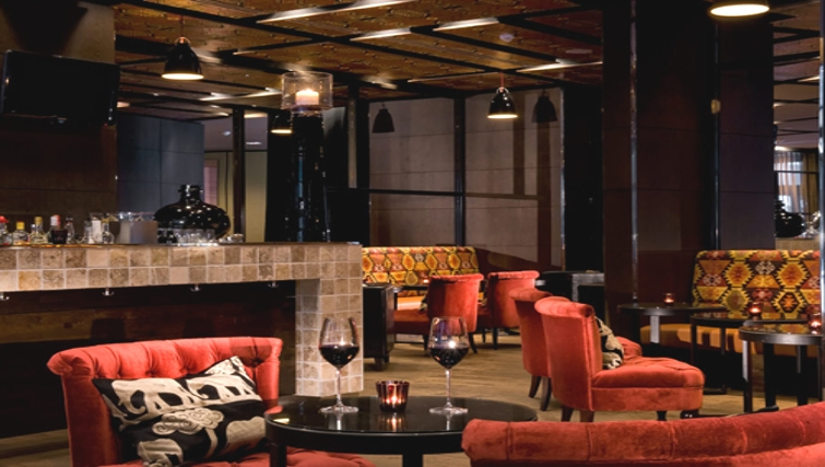 Elegant bar at Adina Apartment Hotel Hamburg Michel