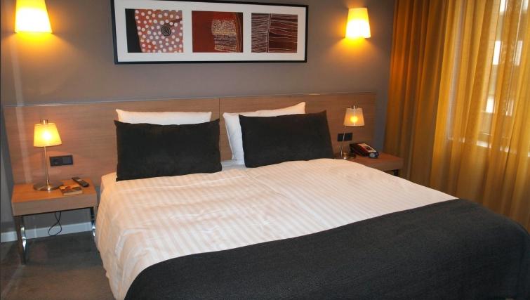 Cosy bedroom at Adina Apartment Hotel Hamburg Michel