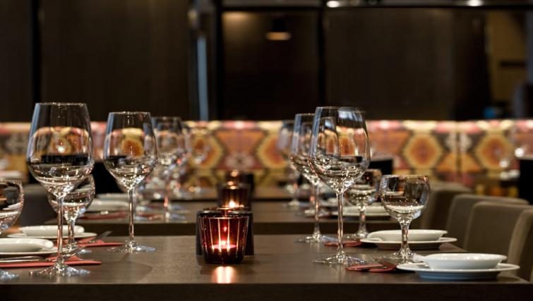 Tasteful restaurant at Adina Apartment Hotel Hamburg Michel