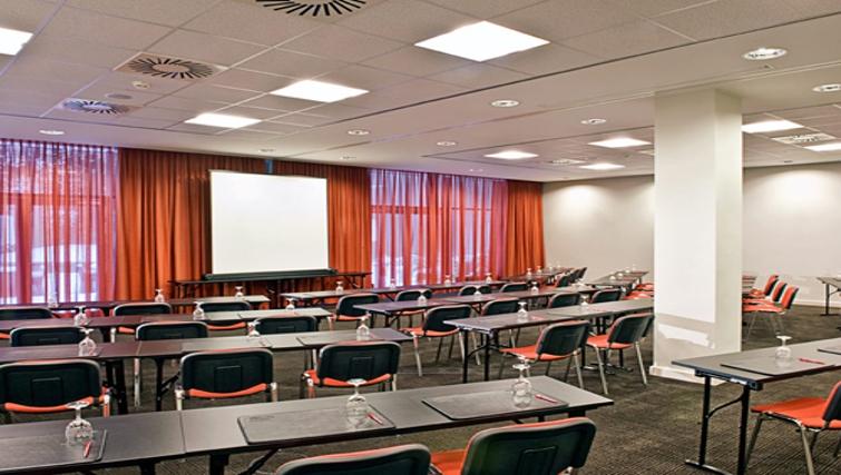 Executive conference room at Adina Apartment Hotel Hamburg Michel