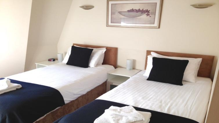 Twin beds at Centralofts Apartments