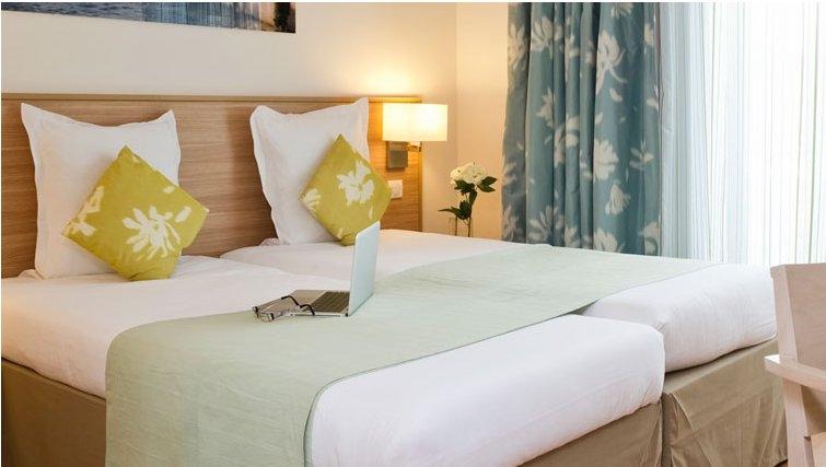 Warm bedroom in Adagio Paris Vincennes