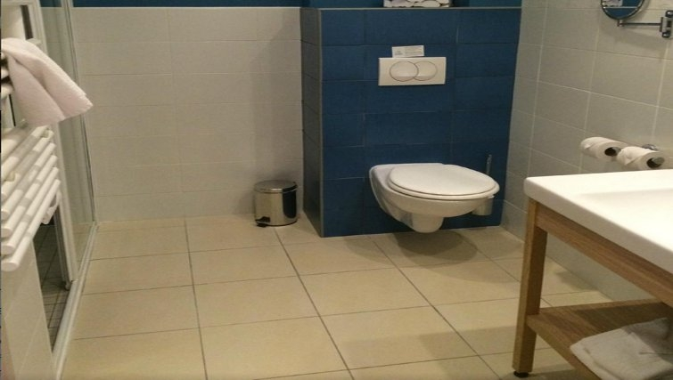 Tranquil bathroom in Adagio Paris Vincennes