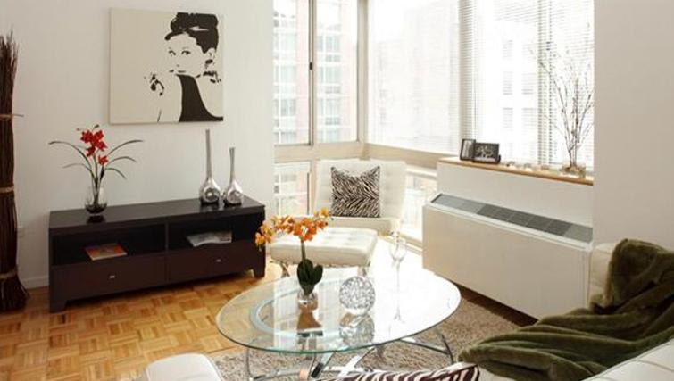 Comfortable living area in 6th Avenue Apartments