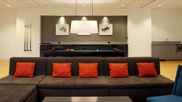 Communal lounge at 6th Avenue Apartments