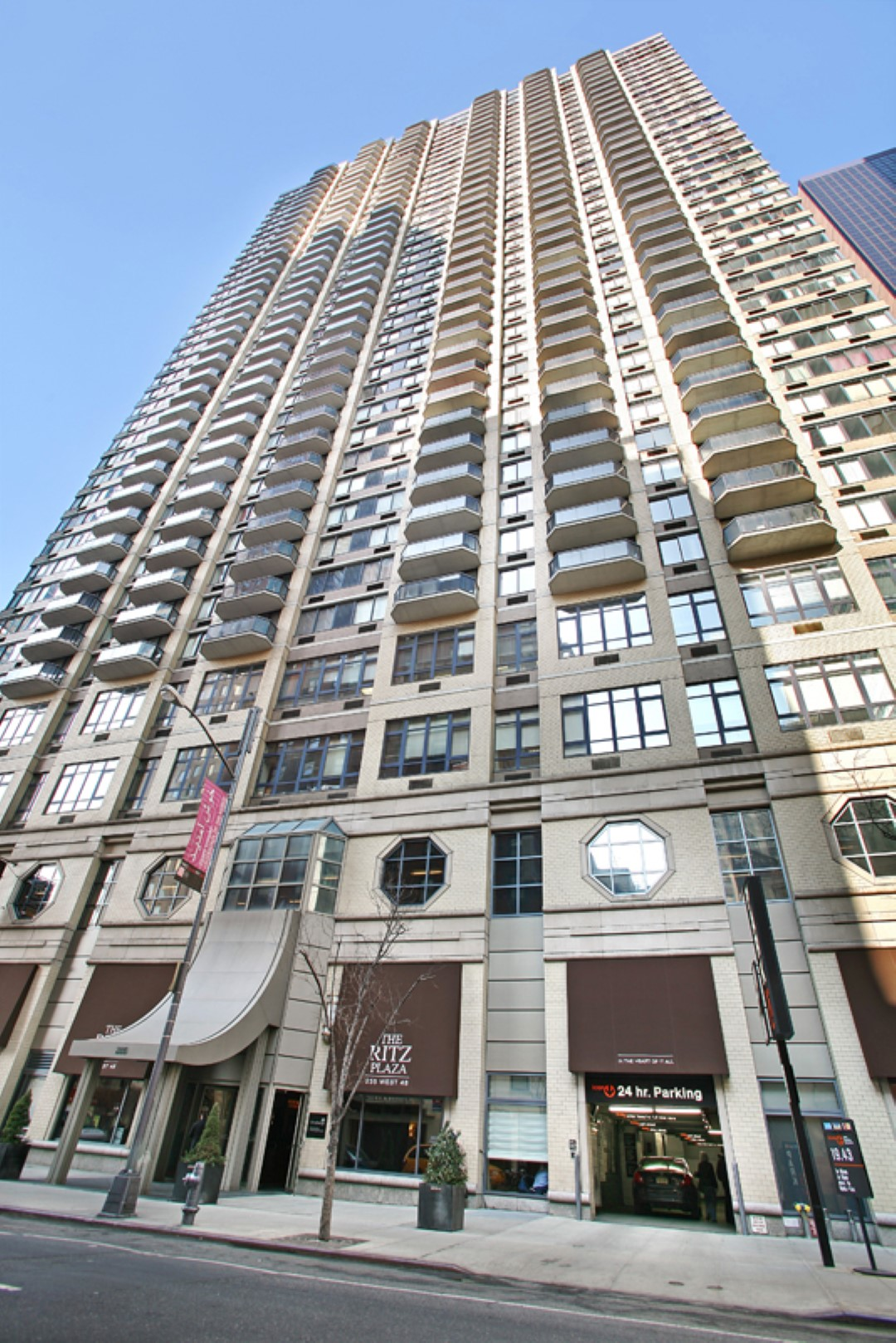 Ritz Plaza Serviced Apartments - New York - SilverDoor