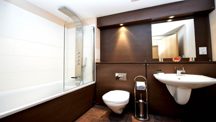 Classy bathroom in Staycity Edinburgh West End
