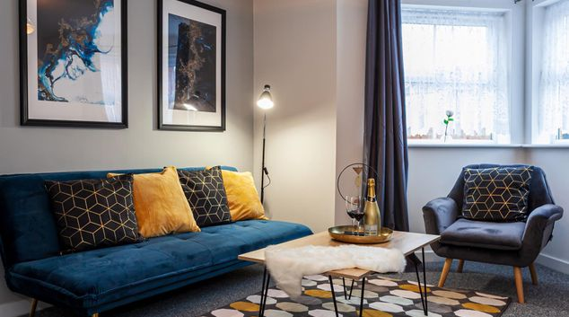 Living room at Consort Place Apartment by Patternbricks, Centre, Coventry