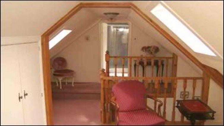 Tasteful hallway in The Old Cottages