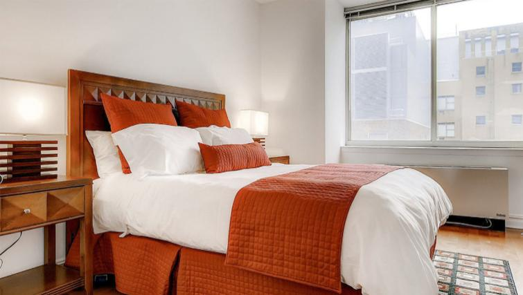 Cosy bedroom in Bridge Tower Place Apartments