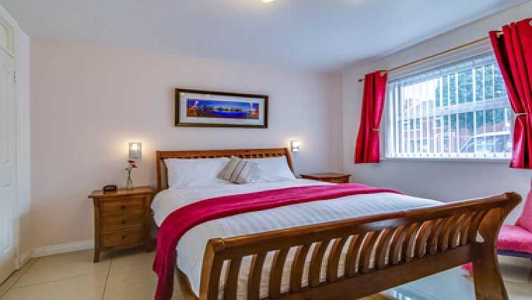 Master bedroom in Belfast Apartment