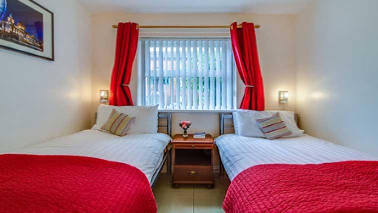 Twin bedroom in Belfast Apartment