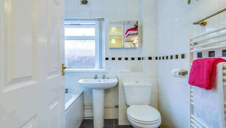 Bright bathroom in Shaftesbury Square Apartment