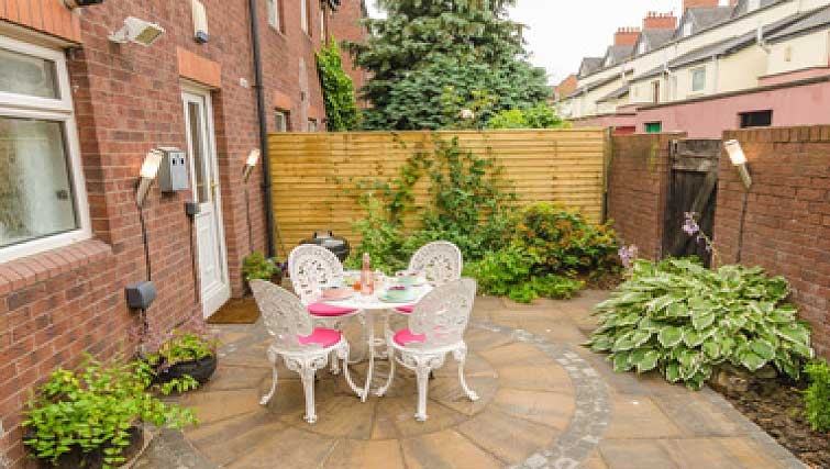 Open garden in Shaftesbury Square Apartment