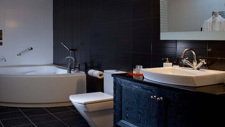 Serene bathroom in Malone Suite Apartments