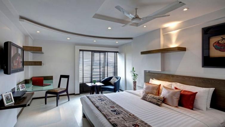 Modern bedroom in Melange Astris