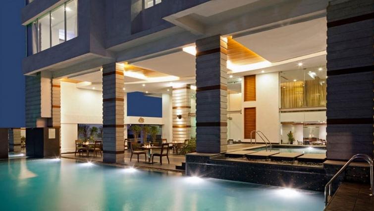 Amazing pool area in Melange Astris