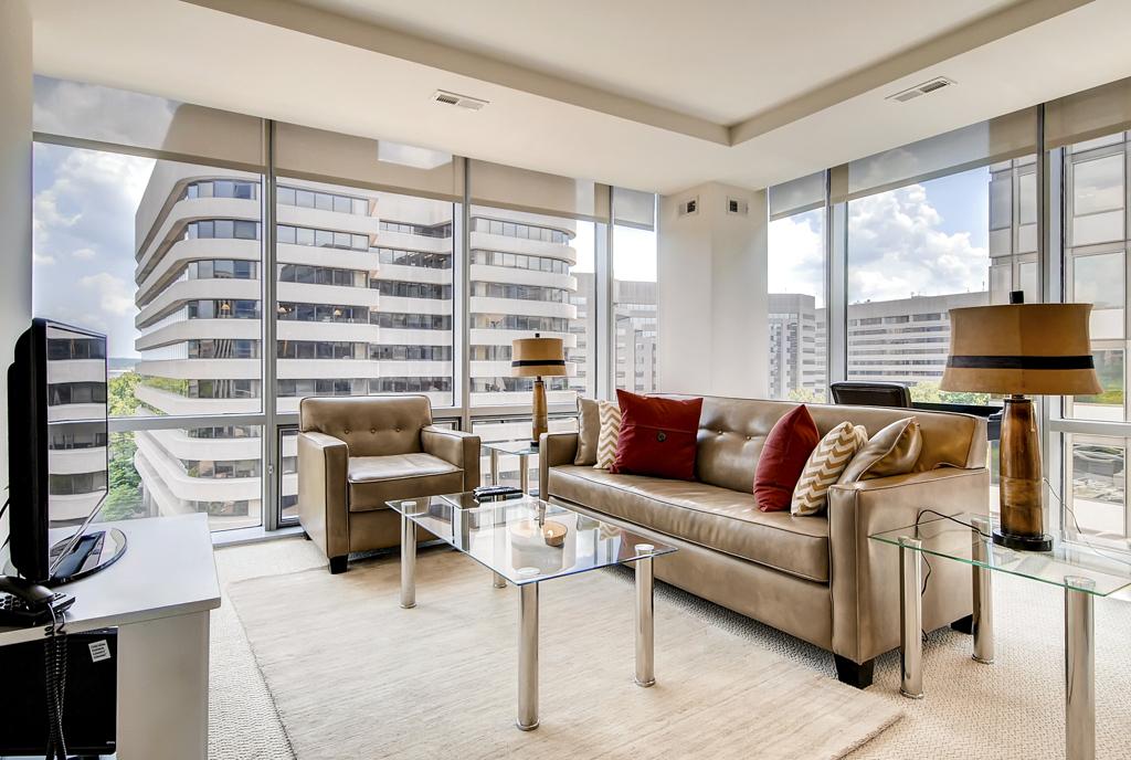Lounge at 220 Twentieth Street Apartments, Crystal City, Arlington