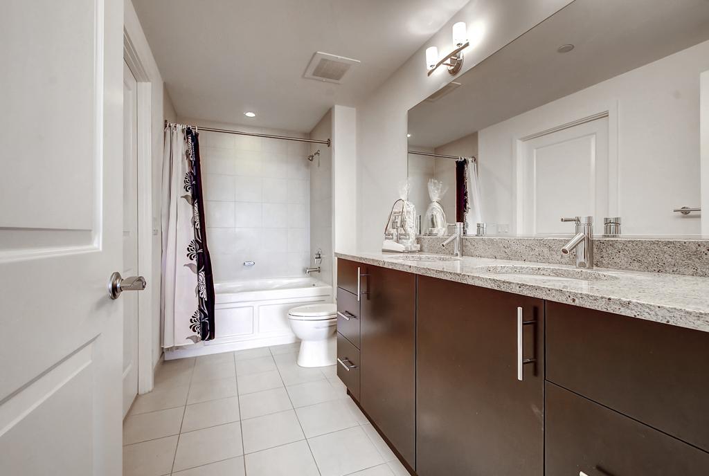 Bath at 220 Twentieth Street Apartments, Crystal City, Arlington