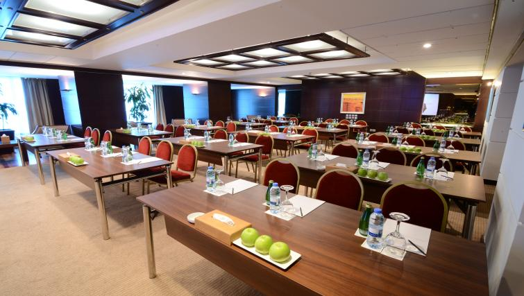 Meeting room at Raouche Arjaan Apartments