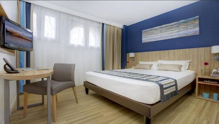 Comfortable bedroom in Citadines Cannes Carnot Apartments