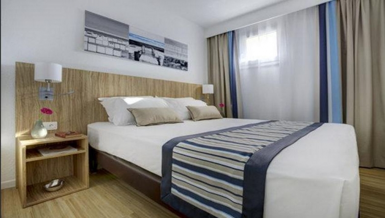 Bedroom in Citadines Cannes Carnot Apartments