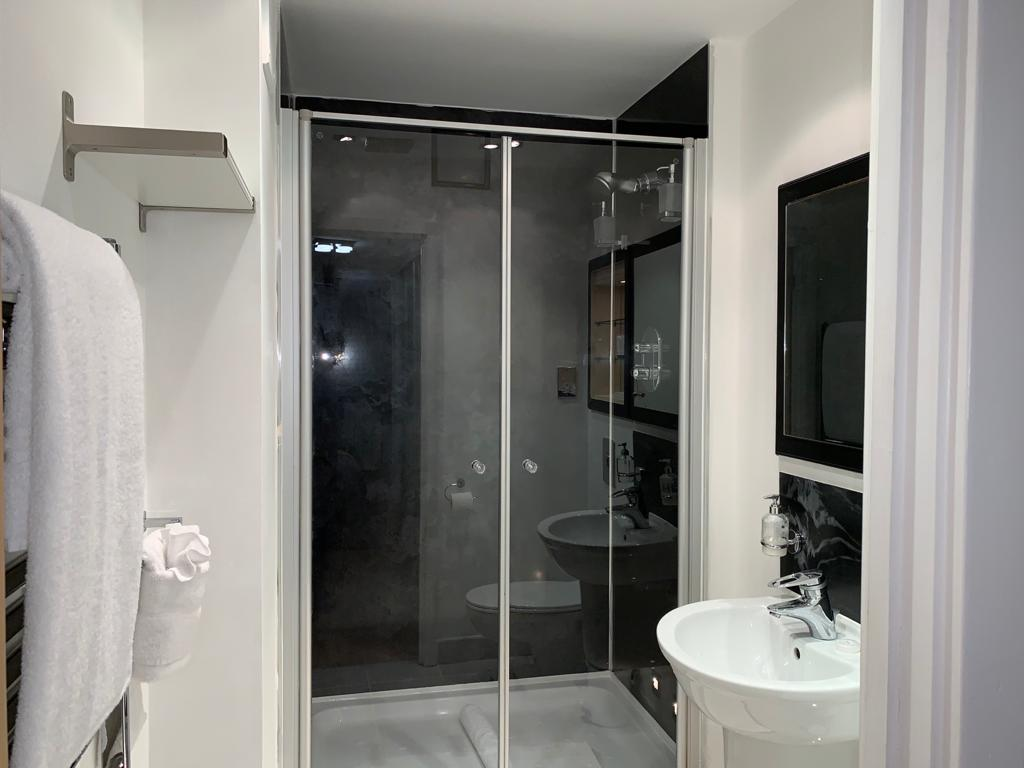 En-suite at Millharbour Apartment, Canary Wharf, London