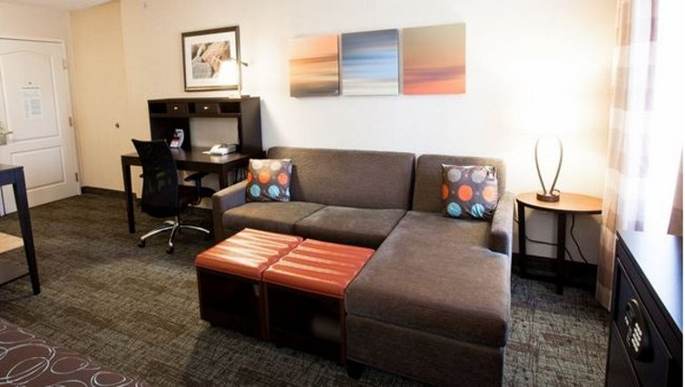 Spacious living area in Staybridge Suites Atlanta Buckhead