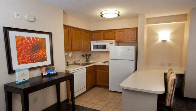 Kitchen in Staybridge Suites Atlanta Buckhead