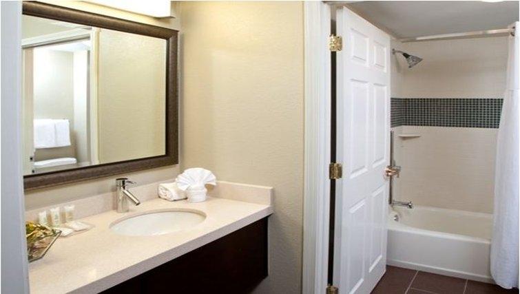 Modern bathroom in Staybridge Suites Austin Arboretum