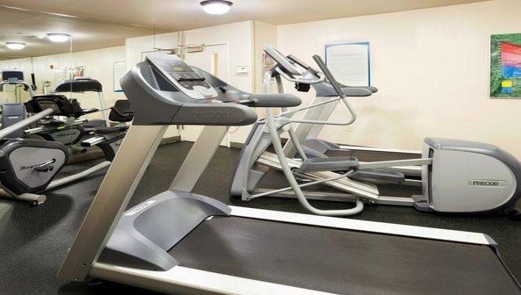 Gym in Staybridge Suites Austin Arboretum