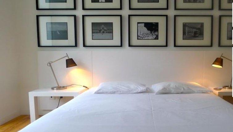 Modern bedroom n Praca do Municipio Apartments