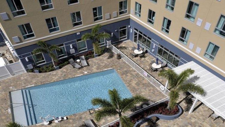 Pool in Staybridge Suites St. Petersburg