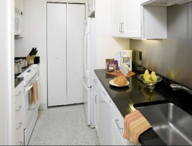 Immaculate kitchen in Devonshire Place Apartments
