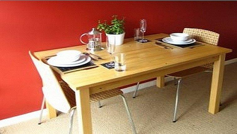Dining area in Gladstone Apartment