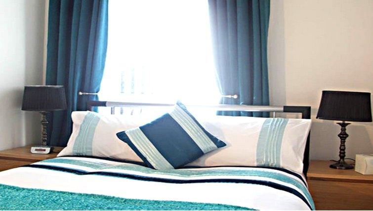 Cosy bedroom in Salisbury Court Apartment