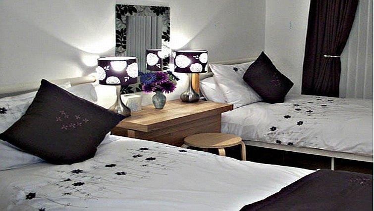 Crisp bedroom in Salisbury Court Apartment