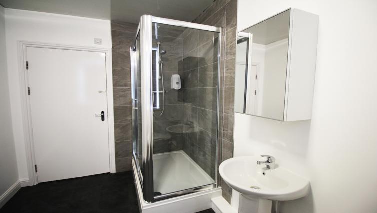 Bright bathroom in Croydon High Street Apartments