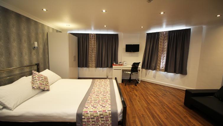Double bedroom at Croydon High Street Apartments