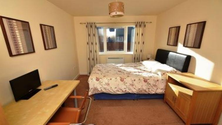 Double bed at Coventry Apartments