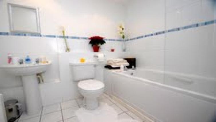 Bathrooma t Longfellow Apartment