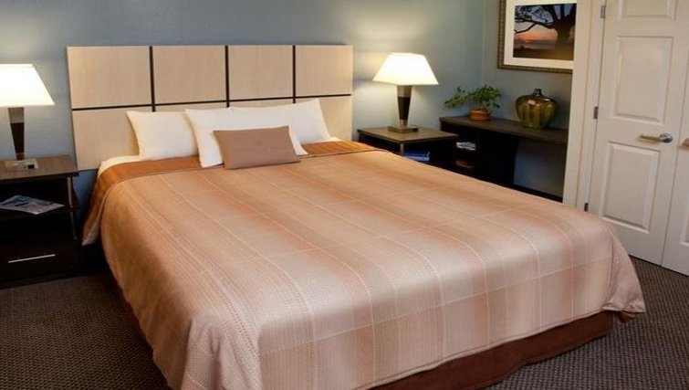 Bedroom in Candlewood Suites Baltimore Linthicum