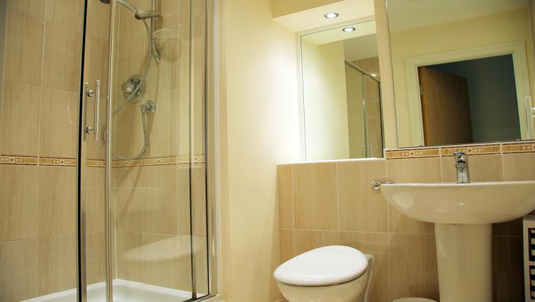 Pristine bathroom at Freemens Meadow Apartments
