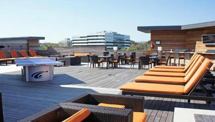Innovative roof terrace in The Blvd Apartments