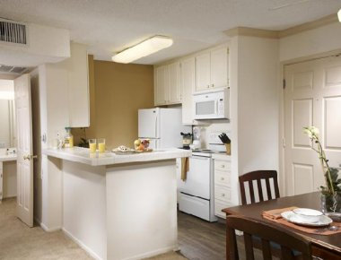 Spacious kitchen in Toluca Hills Apartments