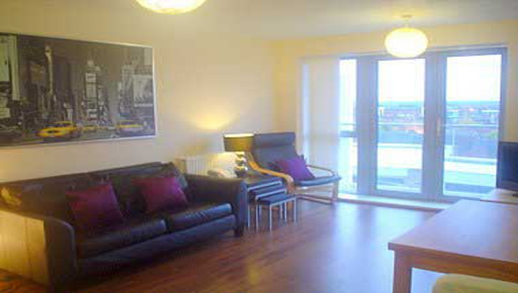 Spacious living area in Wilmington Close Watford Apartments