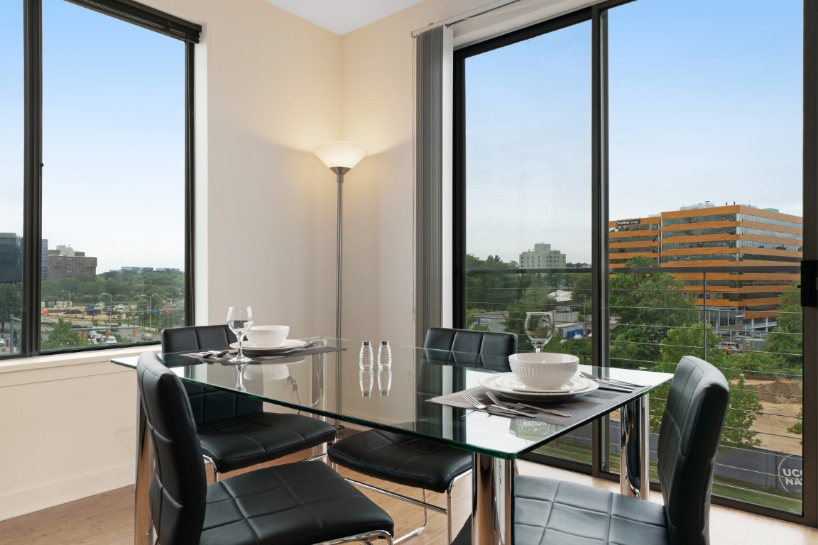 Dining area at Stamford Blvd Apartments, Centre, Stamford