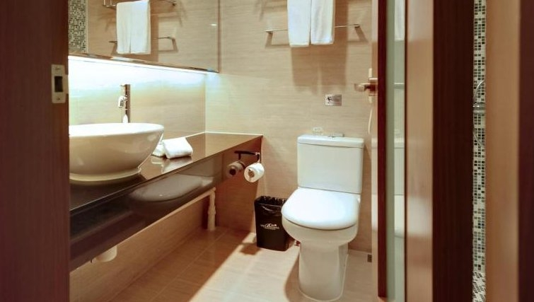 Immaculate bathroom in Sheung Wen Apartments
